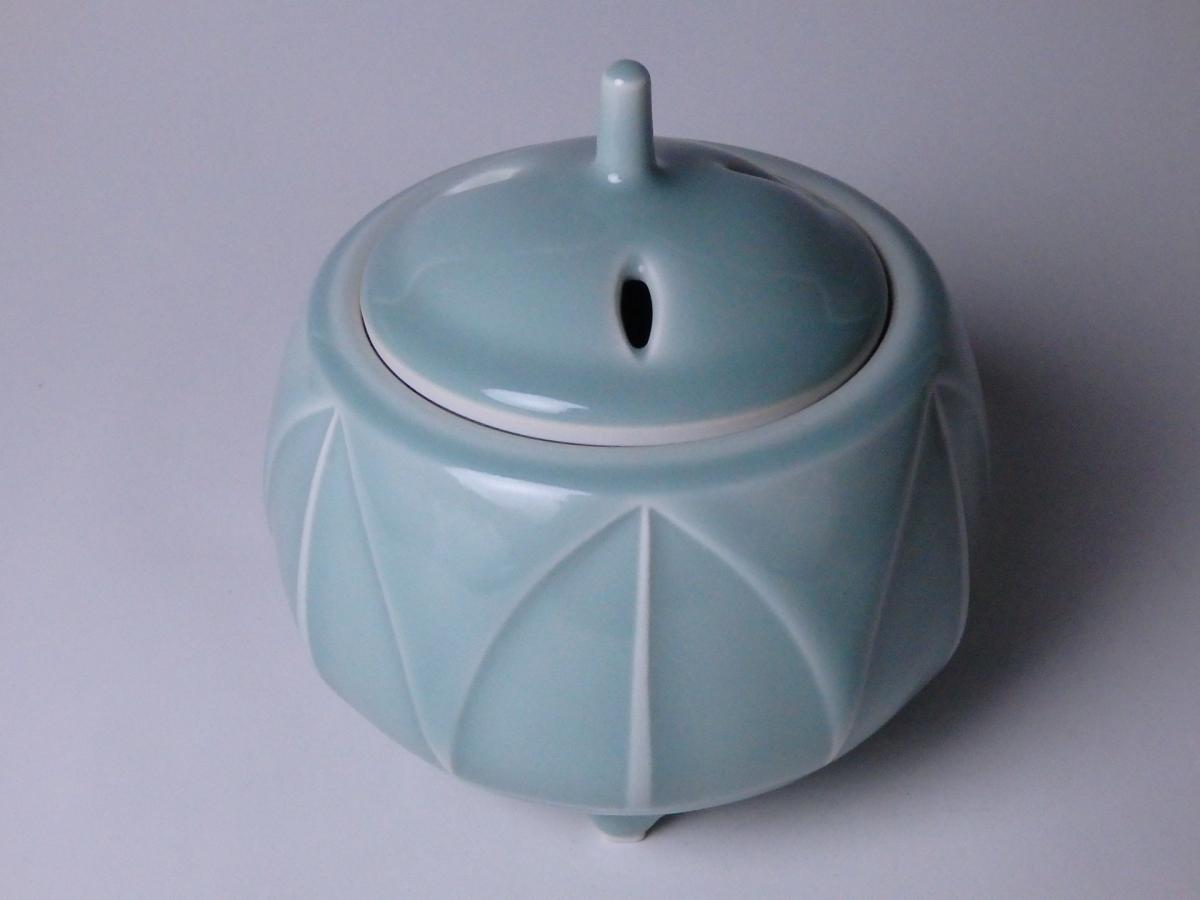 板谷波山青瓷連弁香炉 (1)