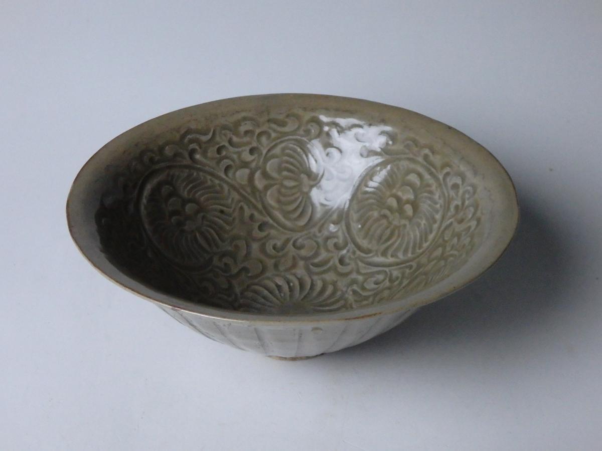 耀州窯青磁花刻文茶碗 (1)